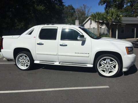 2008 Avalanche SS from Southern Luxury Coach Fully Loaded 4×4 Lamborghini Rims for sale