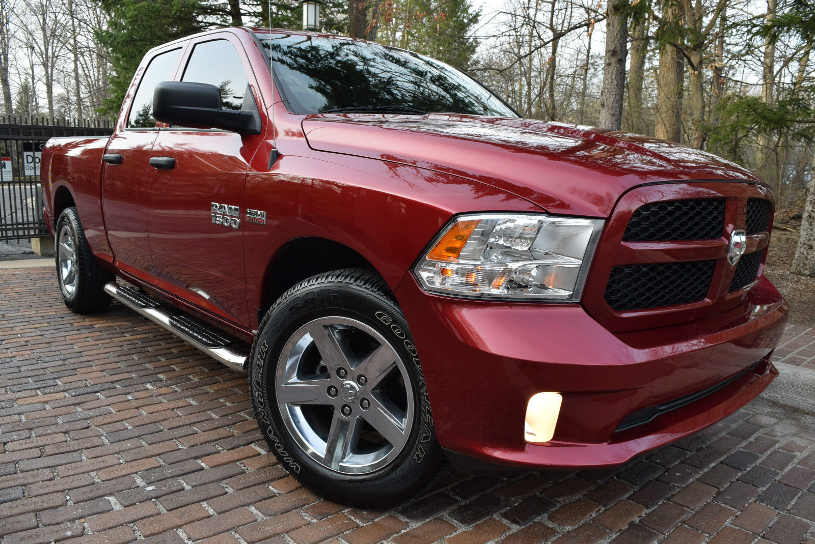 2015 ram 1500 st crew cab edition hemi powered for sale. Black Bedroom Furniture Sets. Home Design Ideas
