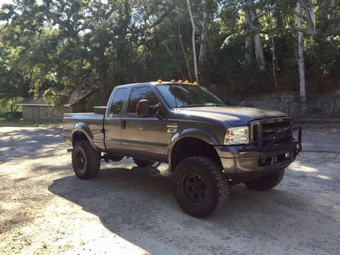 Low mileage 2005 Ford F 350 XLT LARIAT pickup for sale