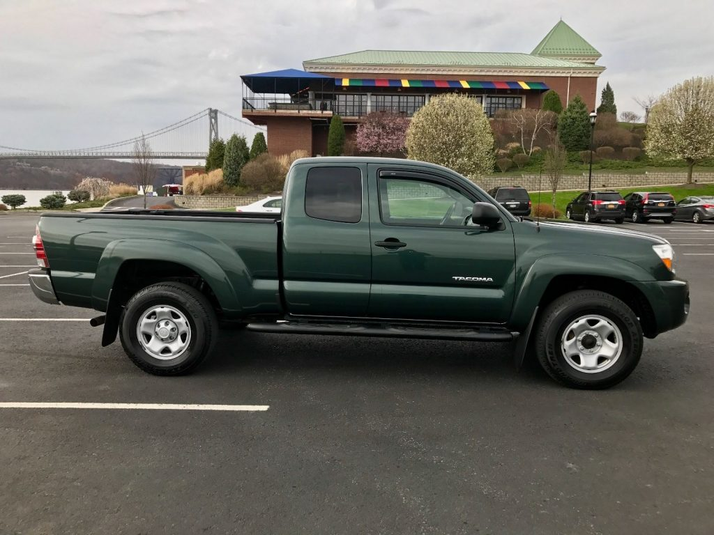 super clean 2010 toyota tacoma sr5 pickup for sale. Black Bedroom Furniture Sets. Home Design Ideas