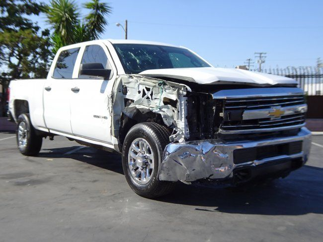 Damaged 2015 Chevrolet Silverado 2500 Crew Cab pickup