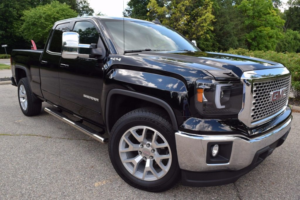 Super low miles 2015 GMC Sierra 1500 4WD SLE Edition pickup