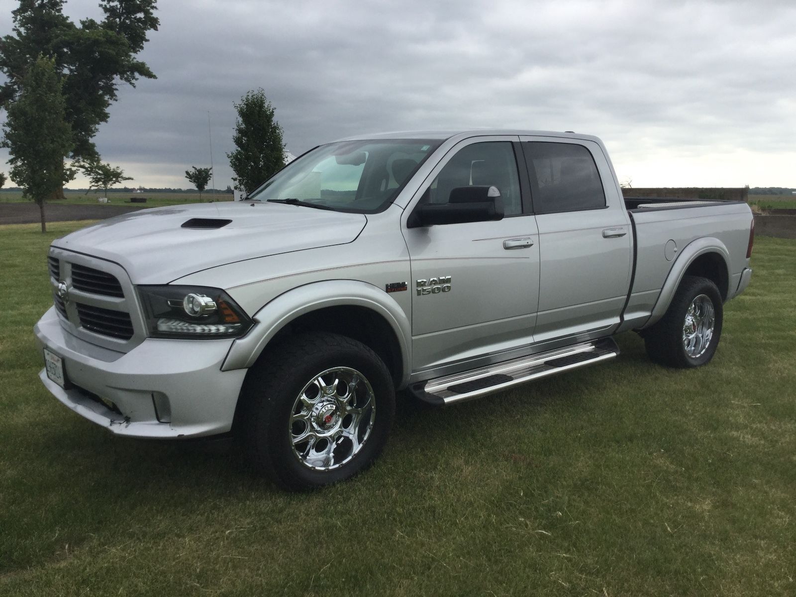 fully loaded 2013 ram 1500 laramie pickup for sale. Black Bedroom Furniture Sets. Home Design Ideas