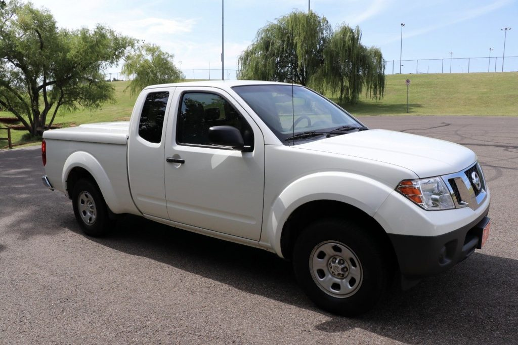 great condition 2013 Nissan Frontier pickup