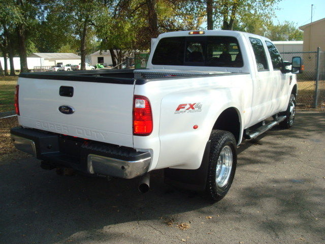 loaded 2010 Ford F 350 LARIAT pickup