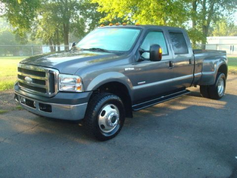 great driver 2005 Ford F 350 LARIAT pickup for sale