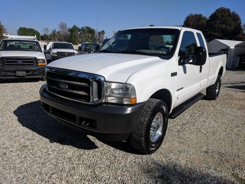 very nice 2002 Ford F 350 XLT pickup for sale
