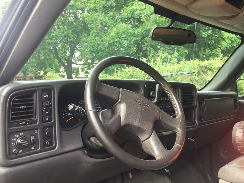 decent mileage 2004 Chevrolet Silverado 2500 pickup