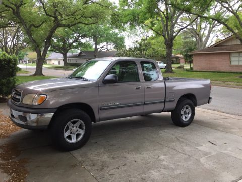 powerful 2000 Toyota Tundra SR5 pickup for sale