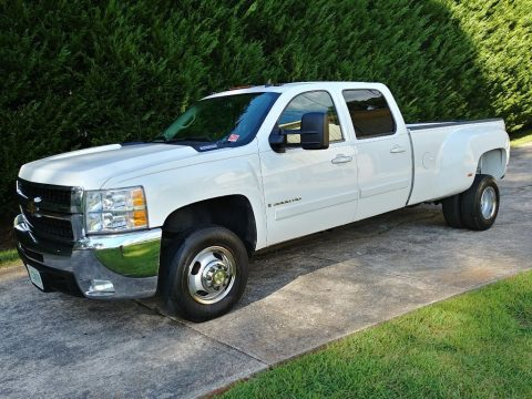 very clean 2007 Chevrolet Silverado 3500 HD pickup for sale