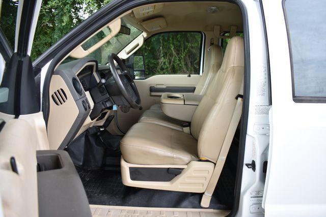 flat bed 2008 Ford F 550 XL pickup