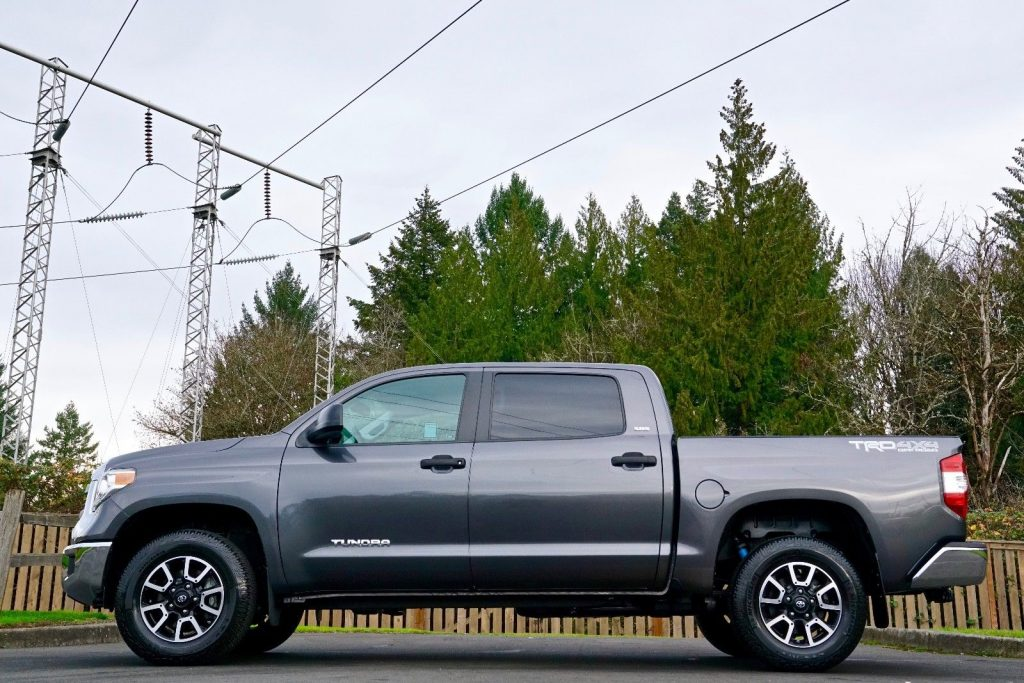loaded with options 2014 Toyota Tundra SR5 pickup