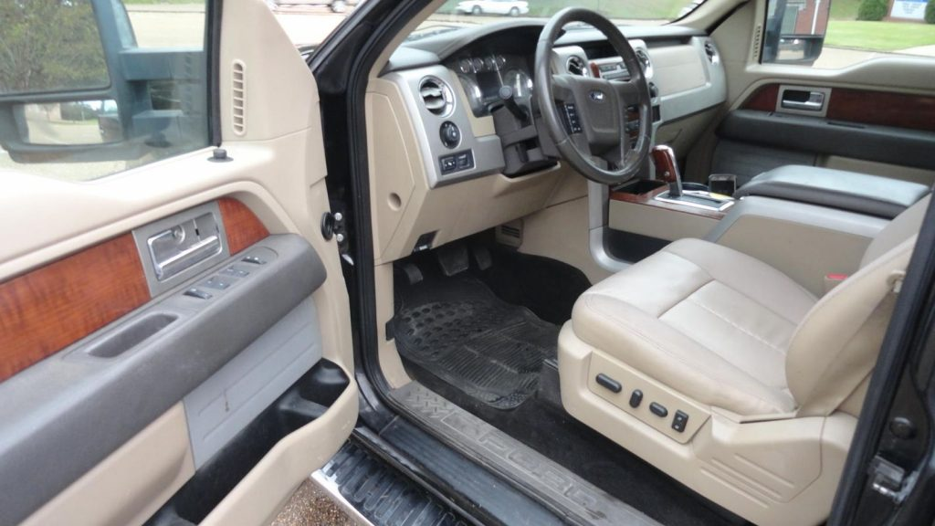 well optioned 2010 Ford F 150 Lariat 4×4 pickup