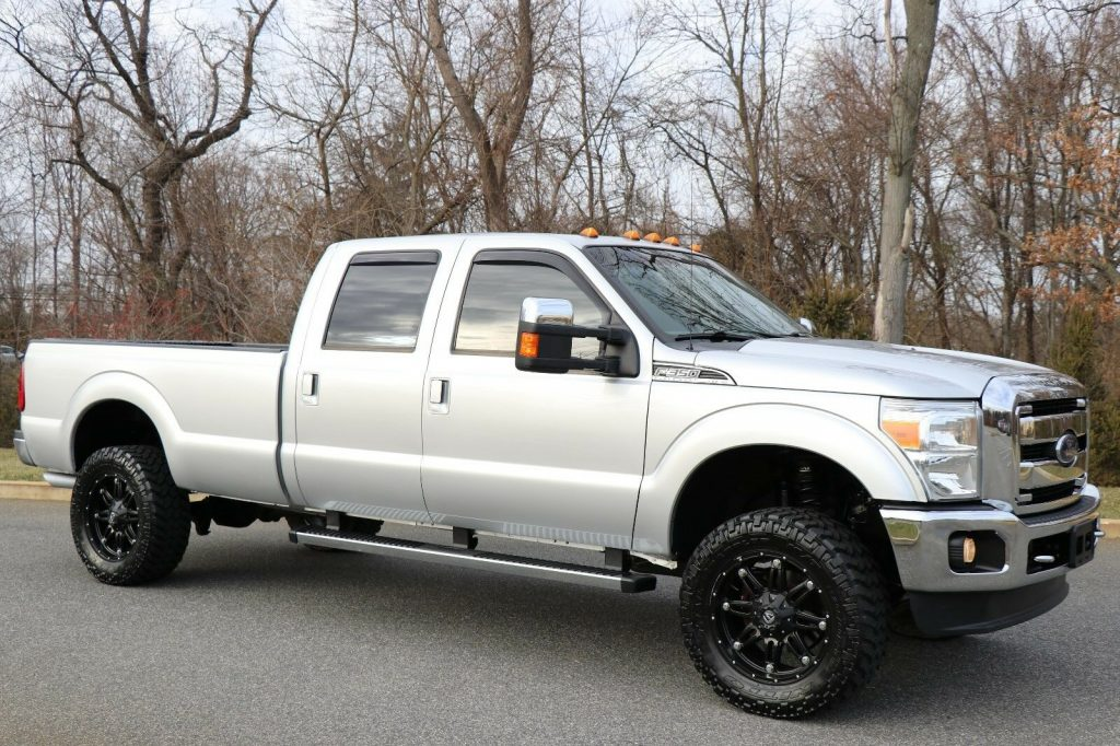fully loaded 2012 Ford F 350 LARIAT pickup