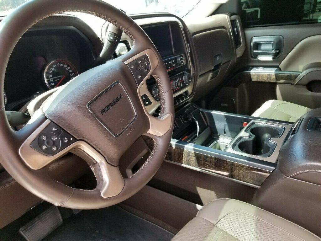 pristine 2015 GMC Sierra 2500 Denali Crew Cab Pickup