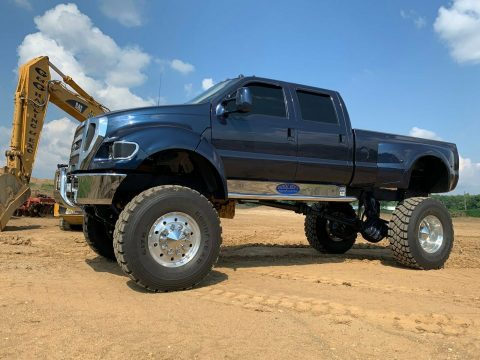well customized 2000 Ford F750 Super duty Pickup for sale