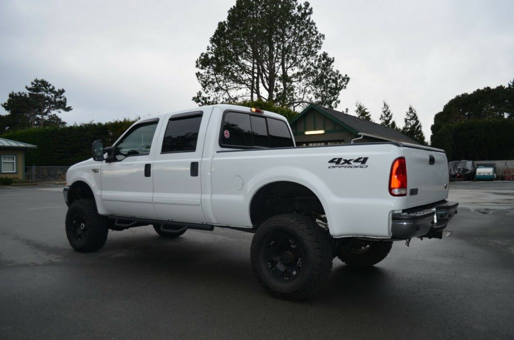 well equipped 2002 Ford F 350 Lariat pickup