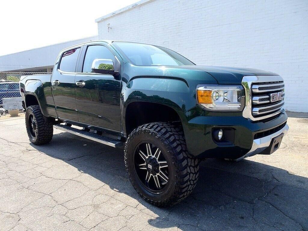 lifted 2015 GMC Canyon SLT pickup