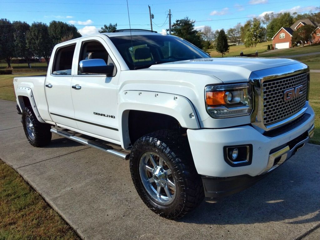 well equipped 2015 GMC Sierra 2500 Denali HD pickup