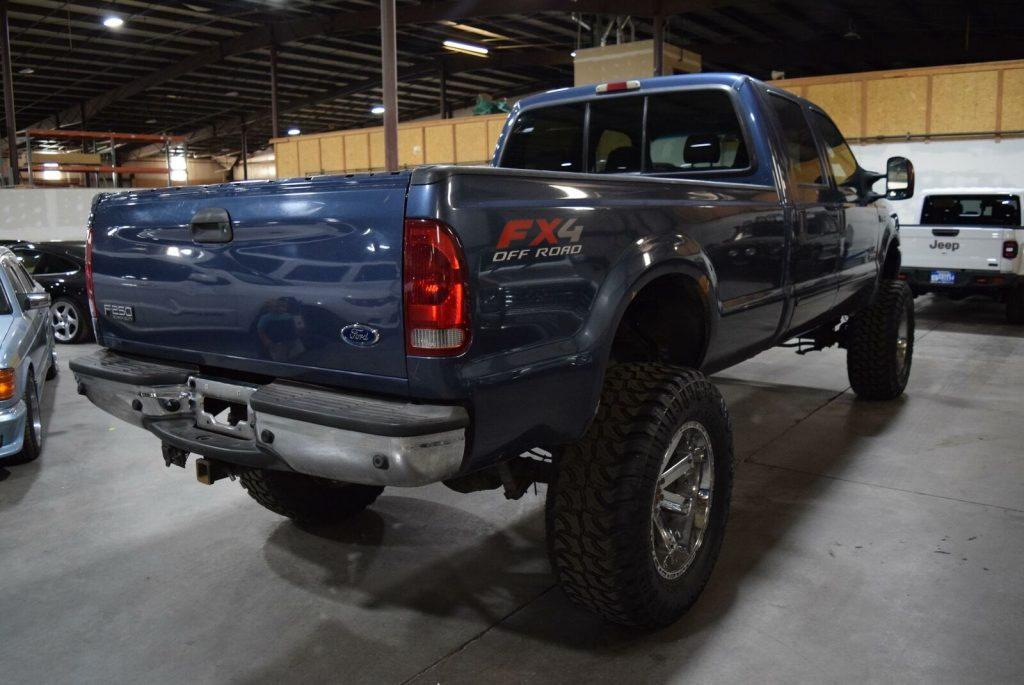 very nice 2004 Ford F 250 Lariat pickup