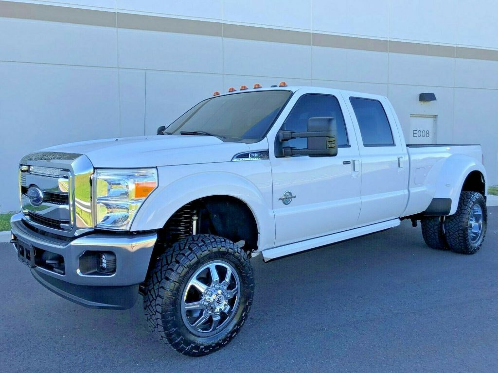 well optioned 2016 Ford F 350 LARIAT pickup