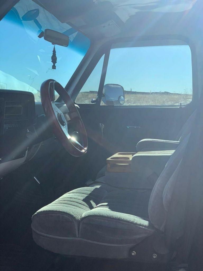 modified 1985 Chevrolet C/K Pickup 2500 Custom Deluxe pickup