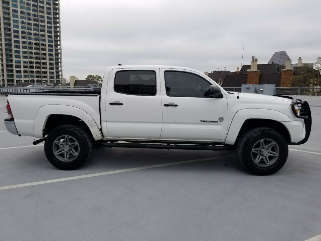 well maintained 2012 Toyota Tacoma SR5 pickup