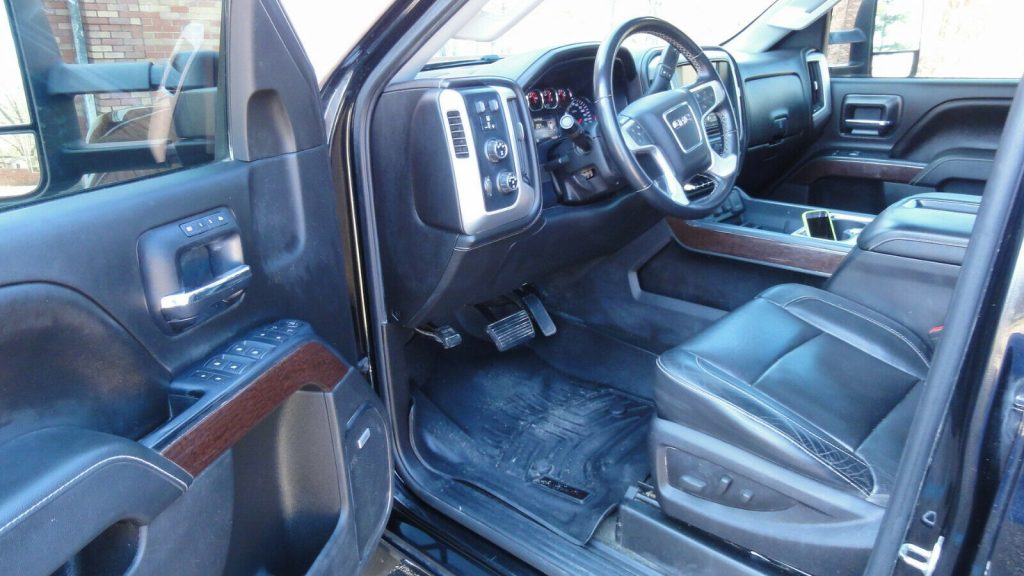 well equipped 2015 GMC Sierra 2500 SLT pickup